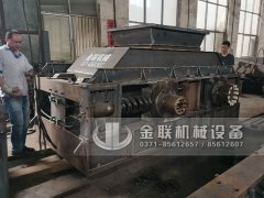 2PG1500x1000超大型对辊破碎制砂机发货 发往陕西