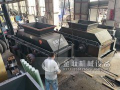 1500x800大型液压对辊破碎制砂机发货图片